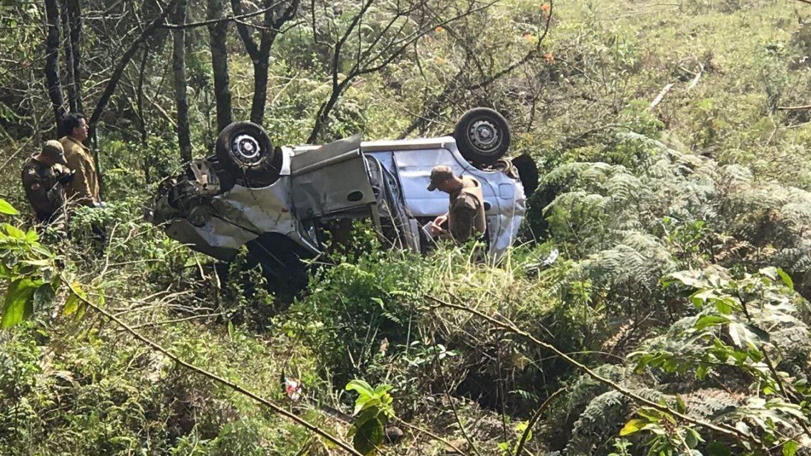 Chery QQ cai em ribanceira de mais de 40 metros no interior de Chapecó