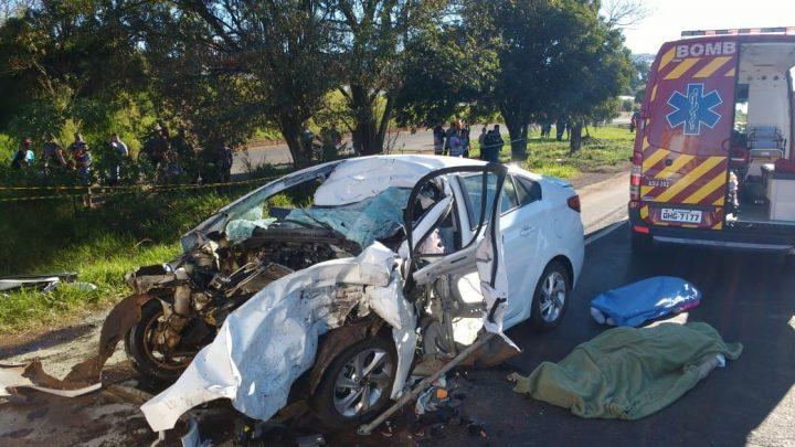 Casal morre em grave acidente na BR-282 em Pinhalzinho