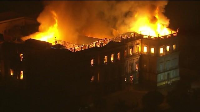 Incêndio de grandes proporções destrói Museu Nacional no Rio de Janeiro