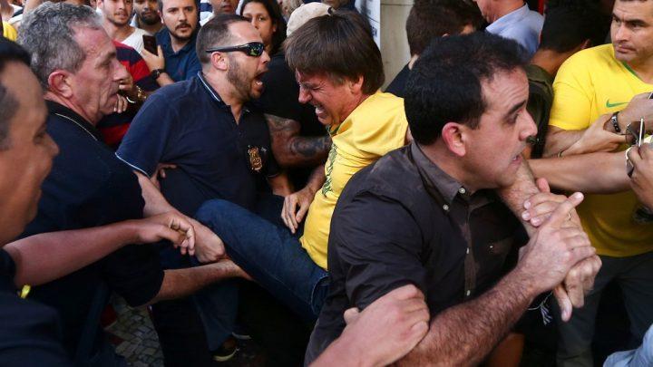 Bolsonaro leva facada durante ato de campanha em Juiz Fora – Veja o vídeo