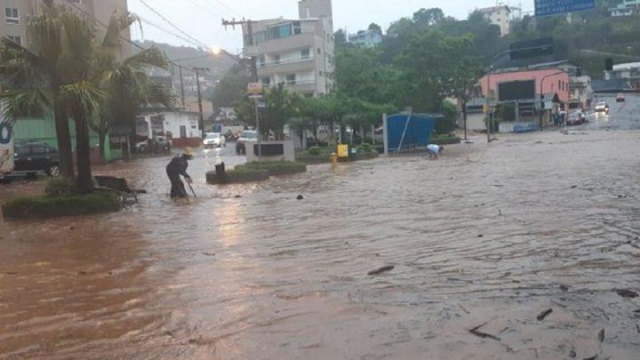 Transtornos e muito prejuízo em Ouro, Zortéa e Capinzal devido as fortes chuvas