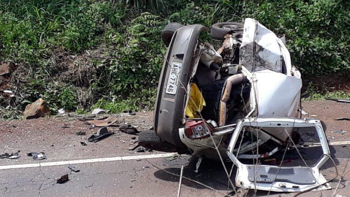 Duas pessoas morrem em grave acidente na BR-282 em Pinhalzinho