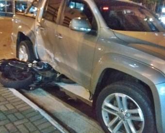 Motociclista morre em grave acidente no Centro de Chapecó