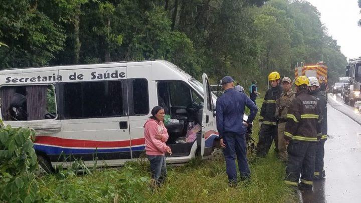 Acidente com Van da secretária de saúde de Cunha Porã deixa vítimas fatais na BR-282