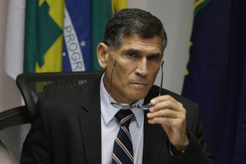Bolsonaro escolhe general Santos Cruz secretário de governo