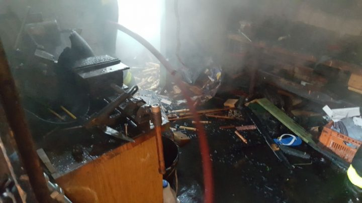 Incêndio destrói parcialmente uma casa no São Cristóvão