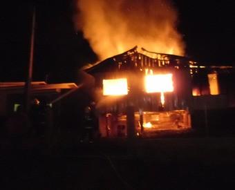 Casa é totalmente destruída pelo fogo em Xanxerê