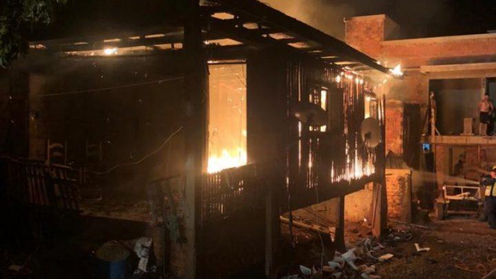 Idoso morre carbonizado em incêndio no bairro Chagas em Xaxim