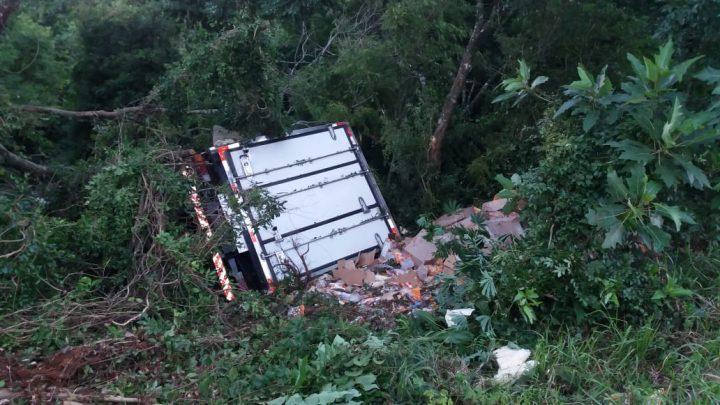 Motorista fica ferido após saída de pista em Chapecó