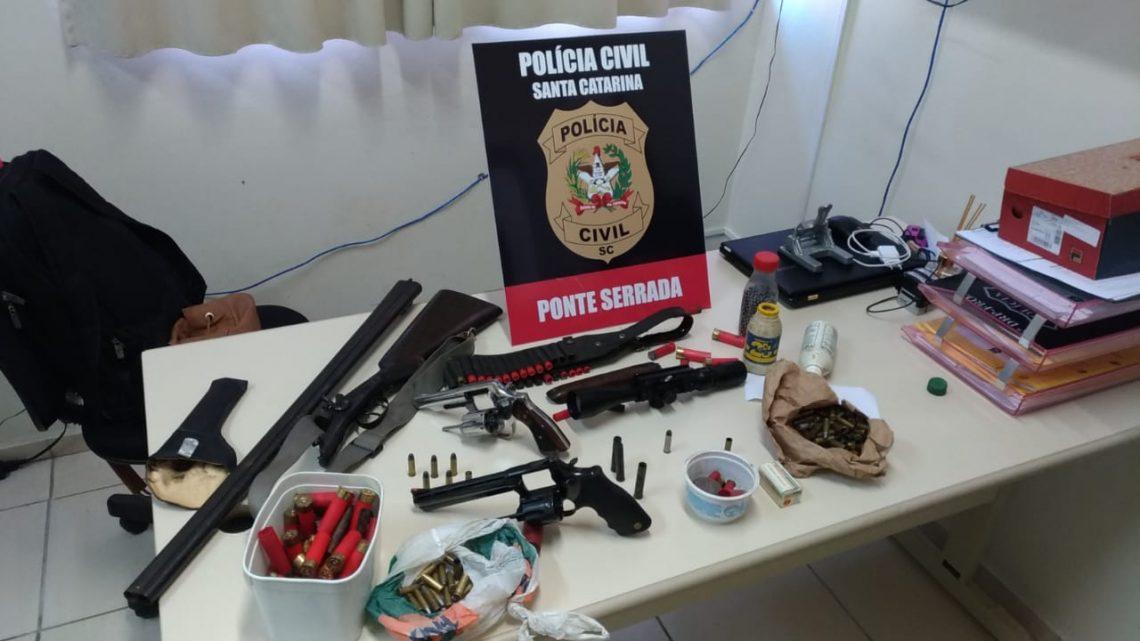 Polícia Civil prendeu dois homens em flagrante com armas e munições em Ponte Serrada