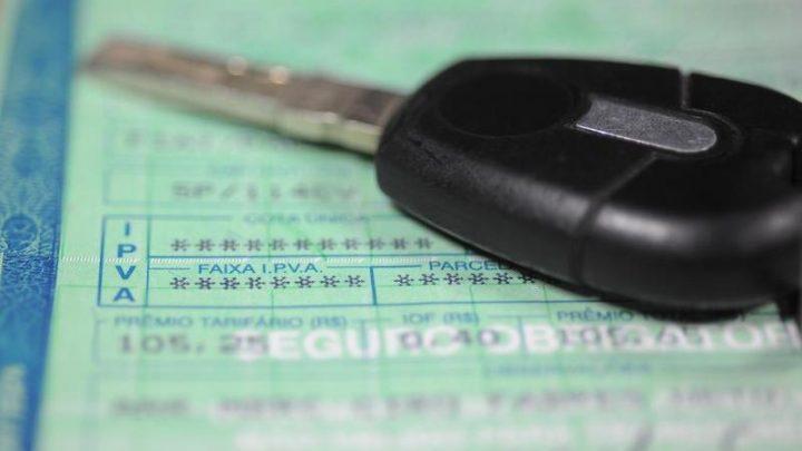 Aprovada lei que proíbe recolhimento de carros com IPVA atrasado