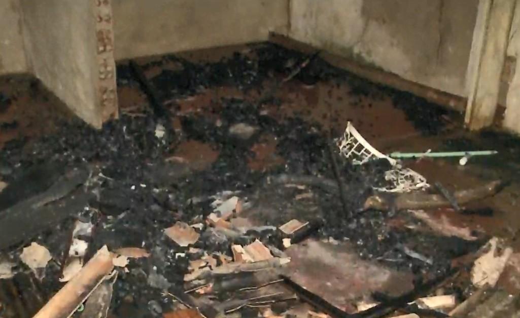 Idosa coloca fogo na própria casa para expulsar amigos de confraternização