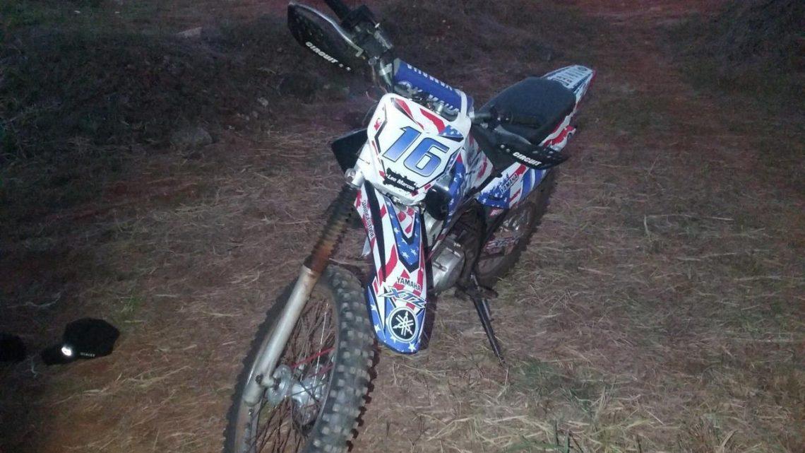 Dois adolescentes são detidos por perturbação com moto de trilha
