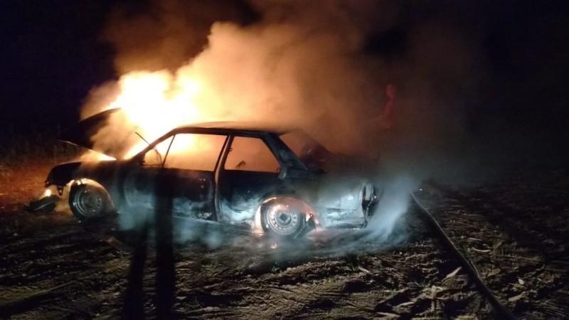 Motorista perde a paciência e ateia fogo no carro em Videira