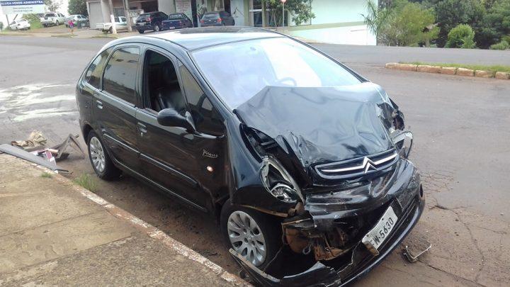 Falta de sinalização provoca acidente na Rua Uruguai