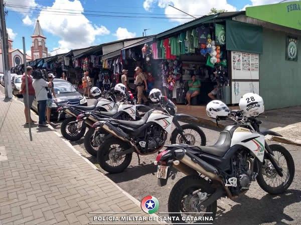 """Polícia Militar deflagra operação """"Varejo"""" contra comércio ilegal de cigarros contrabandeados"""