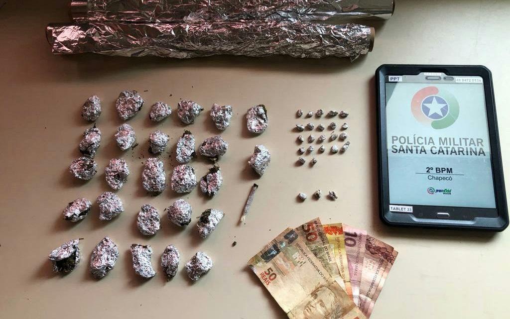 Adolescente de 14 anos e homem de 41 são detidos por tráfico de drogas na Efapi
