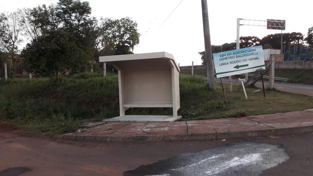 Novos abrigos de ônibus são implantados no Interior de Chapecó