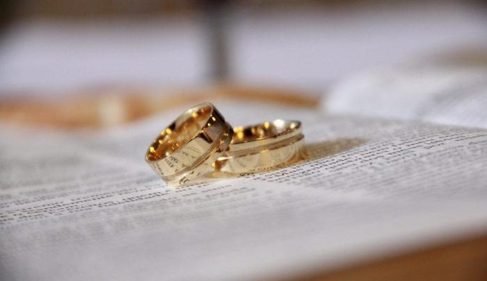 Mulher pede divórcio em três minutos de casamento após marido chamá-la de 'estúpida'