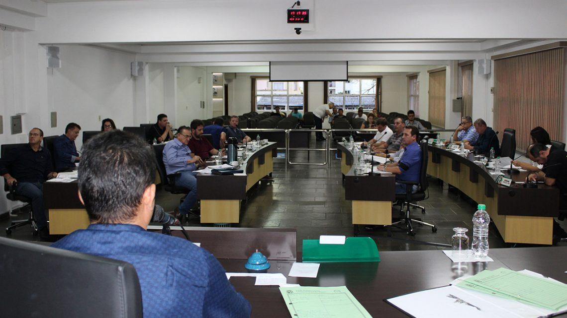 Legislativo aprova projeto que regulamenta Uber em Chapecó