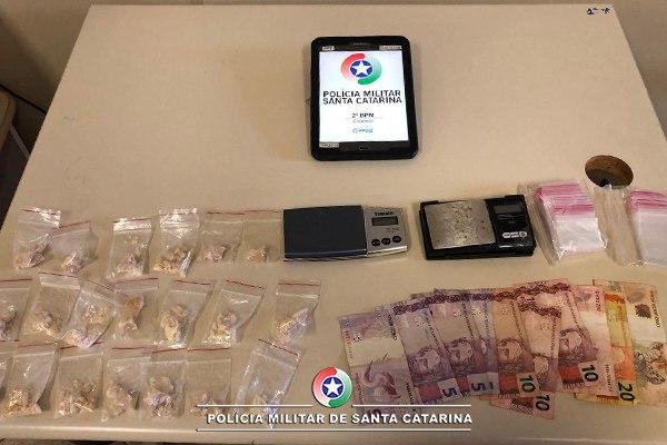 Casal é preso por tráfico de drogas no bairro Efapi