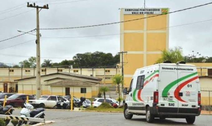 Urgente: presos fazem funcionários de reféns em penitenciária em SC
