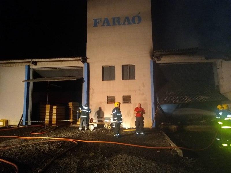 Fábrica de caixões pega fogo em Cunha Porã