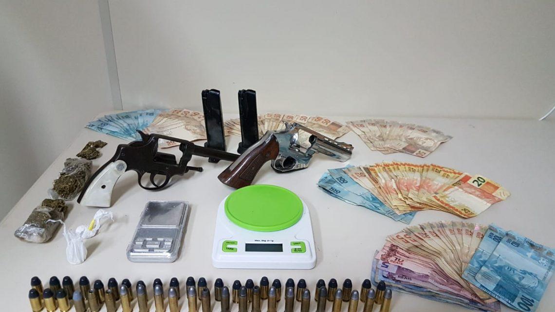 Polícia Civil realiza operação e prende indivíduo em lava car por tráfico de drogas e posse arma de fogo em Chapecó