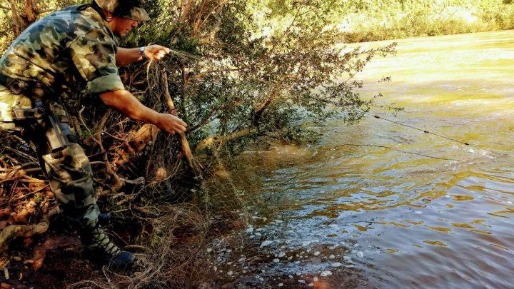 Polícia Ambiental apreende redes de pesca no rio Chapecó