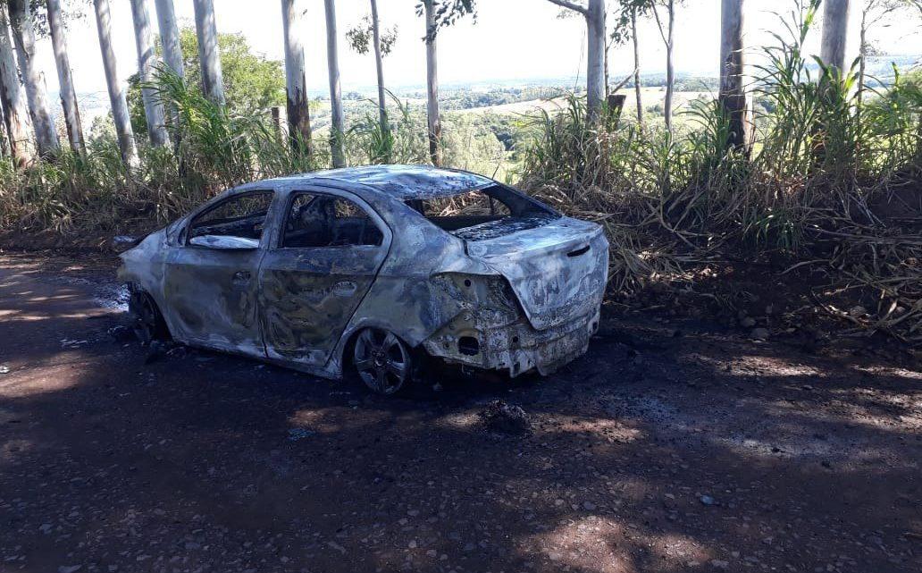 Veículo de Chapecó é consumido pelo fogo em Coronel Freitas