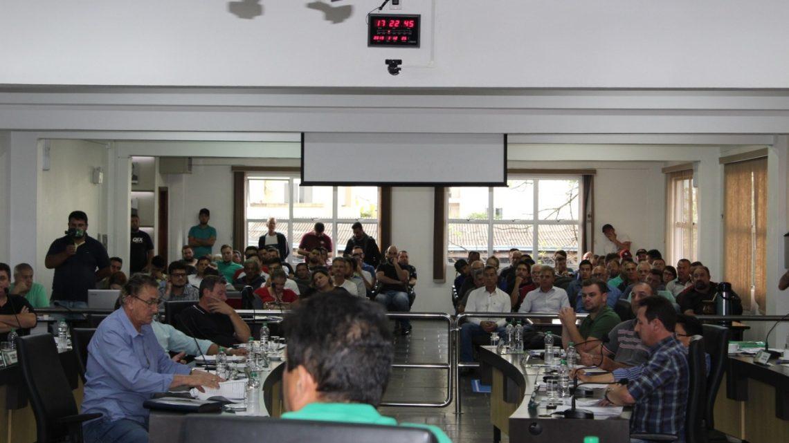 Motoristas de aplicativo (UBER, Garupa) reagem e vereadores recuam na aprovação do projeto em Chapecó