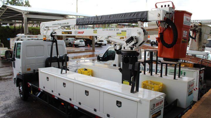 Prefeitura adquire novo caminhão para iluminação pública de Chapecó