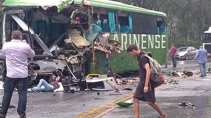 Gravíssimo acidente entre Ônibus e Carreta foi registrado nessa manhã em Ibirama