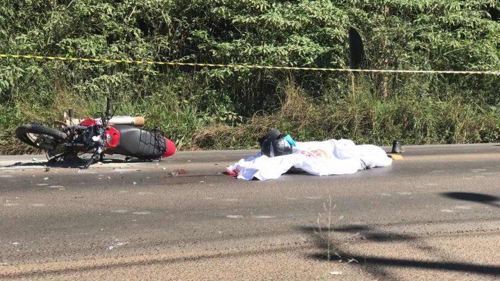 Motociclista morre ao colidir de frente com caminhão na Leopoldo Sander