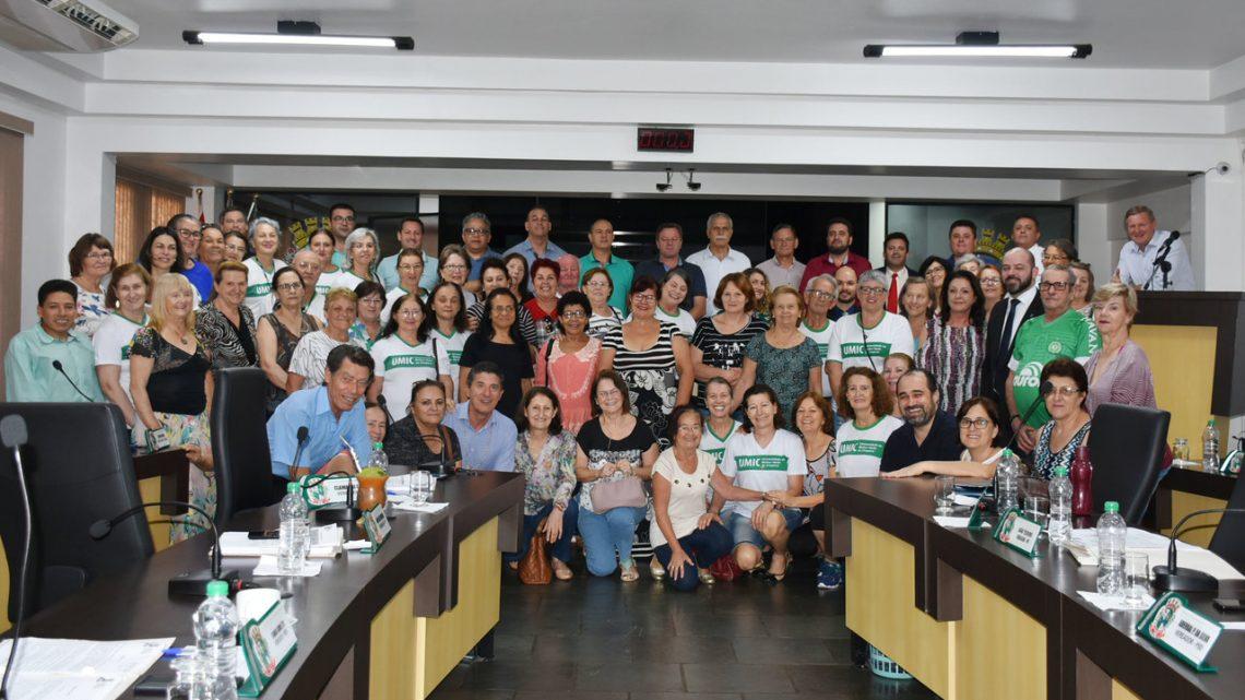 Universidade da Melhor Idade Chapecó é apresentada no Legislativo Municipal