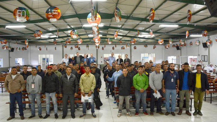 Refugiados venezuelanos são acolhidos em Chapecó