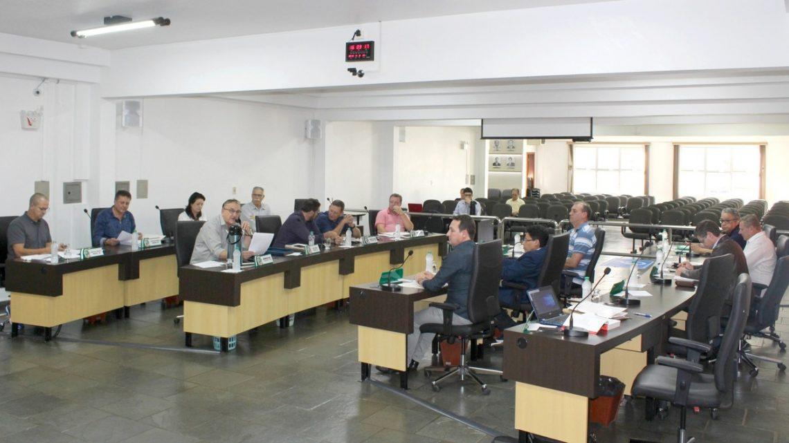 Vereadores de Chapecó são denunciados por improbidade administrativa