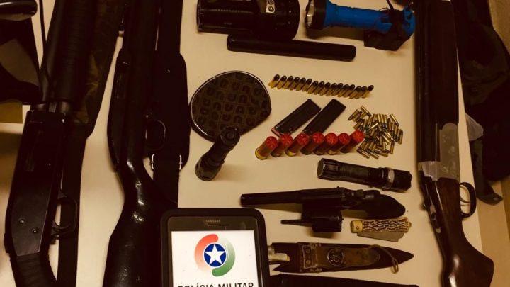 Caçadores ilegais são presos com armas de fogo de uso restrito