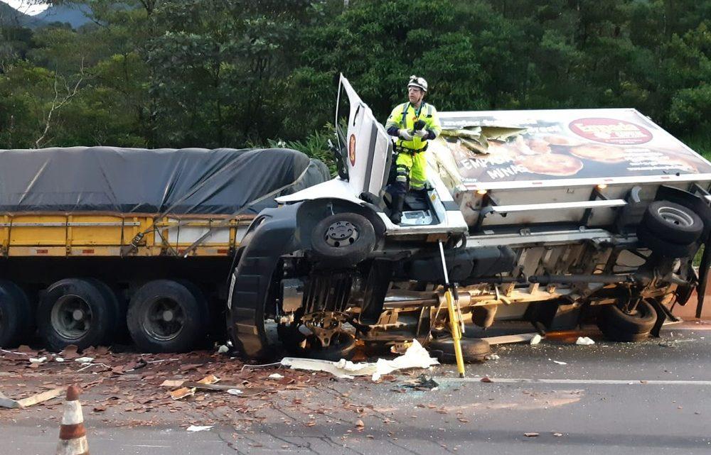 Quatro caminhões se envolvem em acidente na BR376; adolescente morre