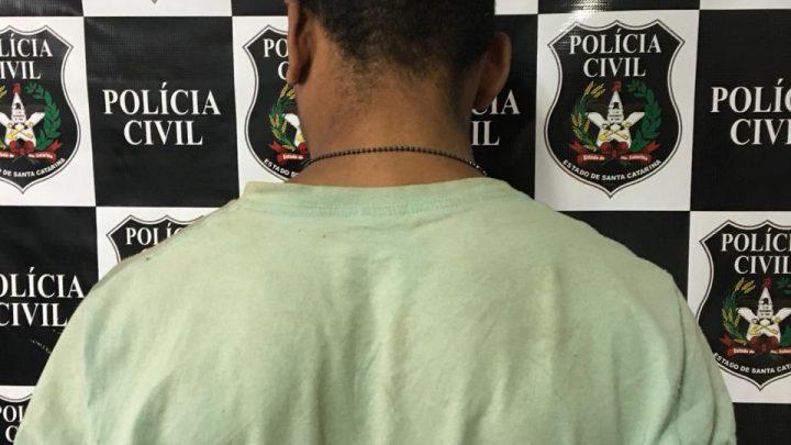 """Polícia Civil prende suspeito conhecido como """"Homem Aranha"""" em SC"""