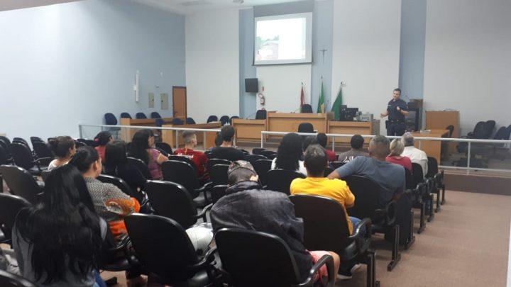 Infratores de trânsito de Chapecó cumprem pena alternativa participando de palestras educativas
