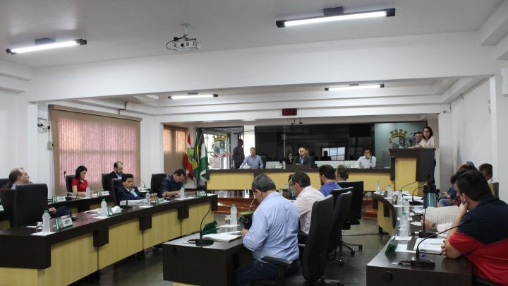 Redução de vereadores é adiada pela quarta vez em Chapecó