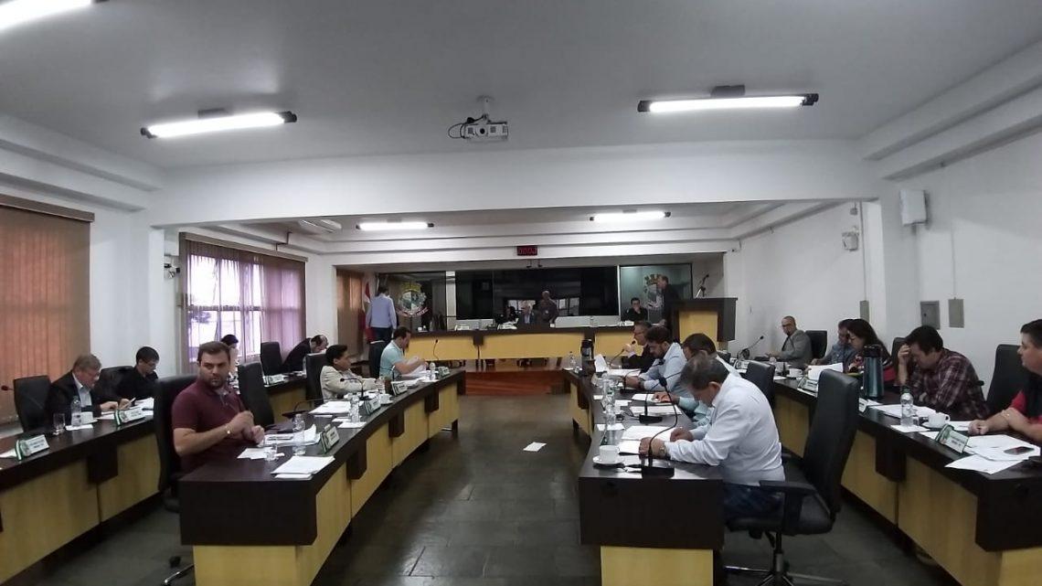 Legislativo adia mais uma vez votação de projeto que reduz número de vereadores