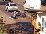 Motociclista de Chapecó fica gravemente ferido após colisão com caminhão na ERS 324 em Três Palmeiras