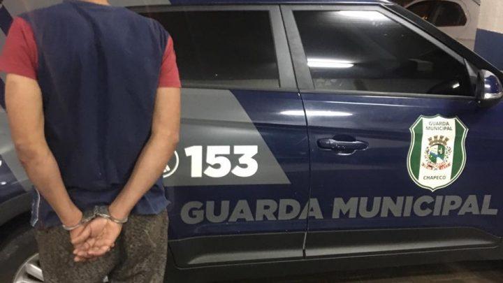 Guarda Municipal de folga prende homem após ele bater em sua ex mulher