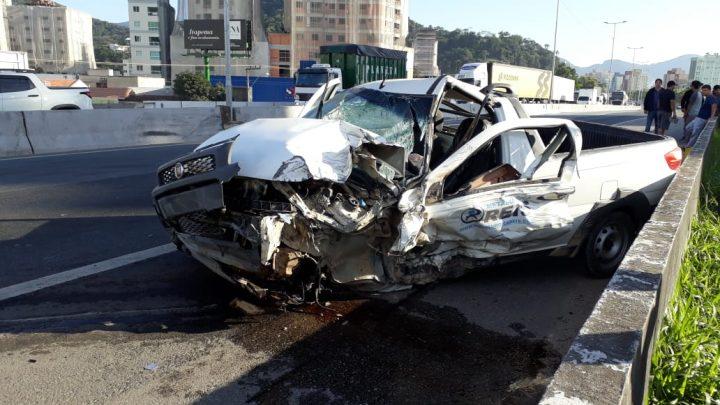 Motorista invade a contramão na BR-101 sentido Itapema-BC e causa acidente