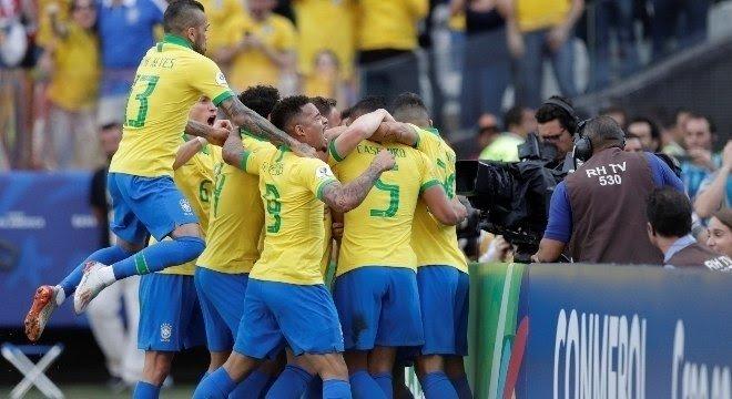 Brasil joga bonito, goleia o Peru e se classifica em primeiro na Copa América