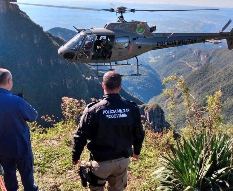 Turista cai de penhasco após tentar recuperar chapéu em mirante na serra Rio do Rastro