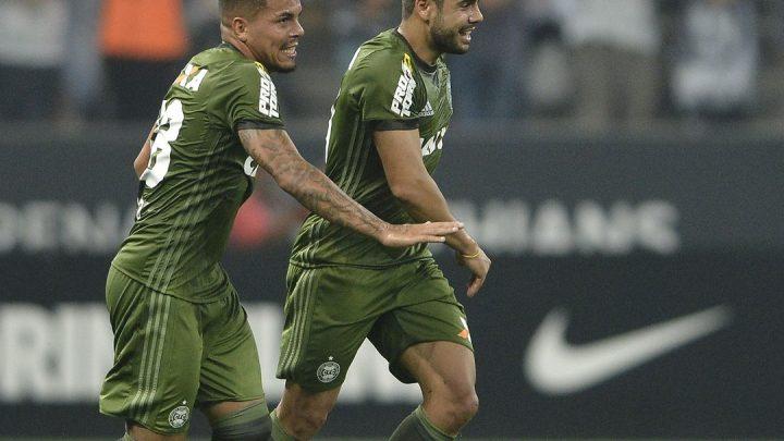 Chapecoense contrata o atacante Henrique Almeida do Grêmio
