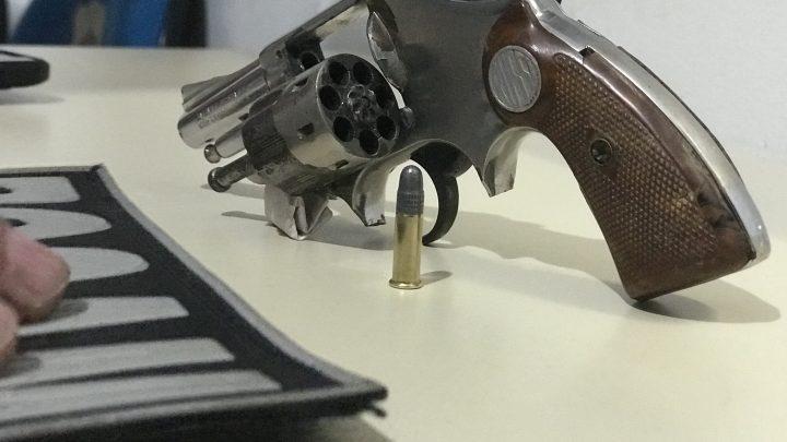 Homem é preso com arma de fogo em Chapecó